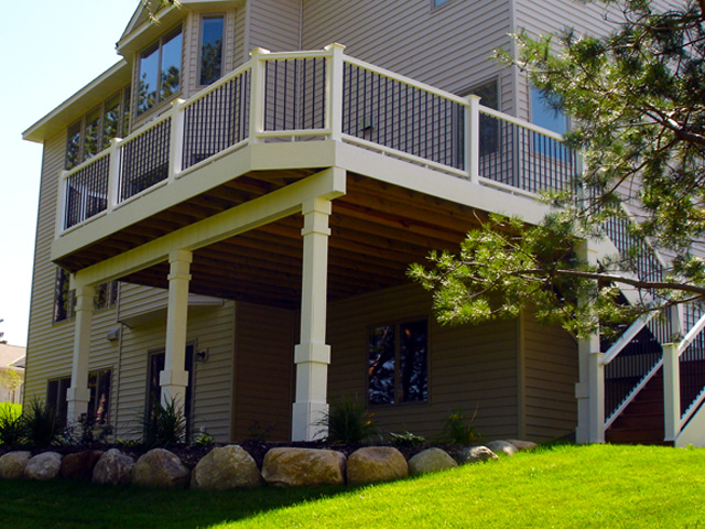 General Contracting services for custom-built decks, porches, and outdoor living spaces from Driftwood Builders.